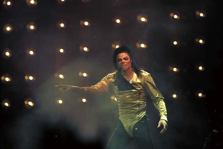 Dangerous World Tour Onstage- Wanna Be Startin' Somethin' - Human Nature 140-1