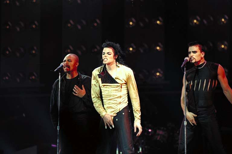 Dangerous World Tour Onstage- Wanna Be Startin' Somethin' - Human Nature 142-1