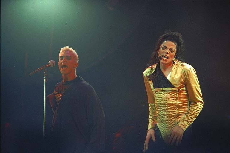 Dangerous World Tour Onstage- Wanna Be Startin' Somethin' - Human Nature 143-1