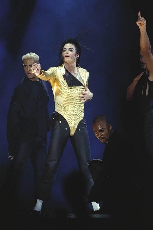 Dangerous World Tour Onstage- Wanna Be Startin' Somethin' - Human Nature 144-1