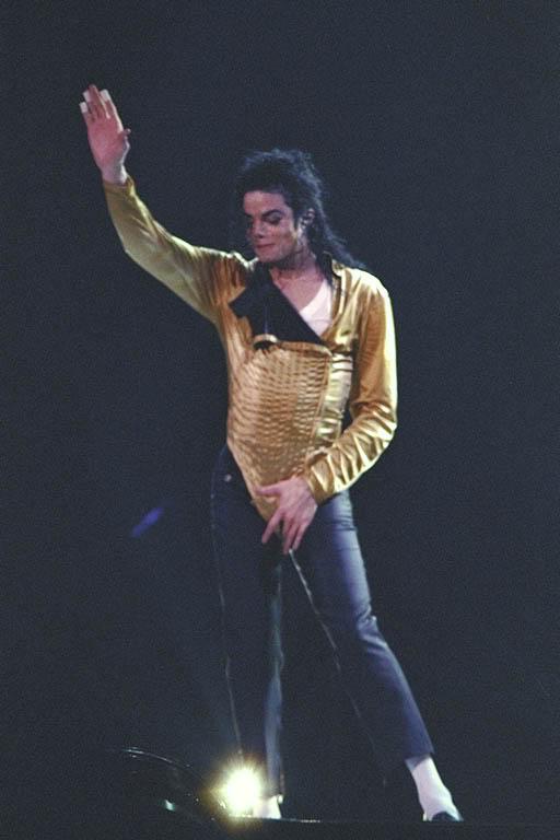 Dangerous World Tour Onstage- Wanna Be Startin' Somethin' - Human Nature 147-1