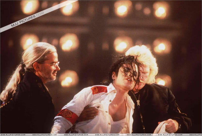 Dangerous World Tour Onstage- Man In The Mirror 001-2-1