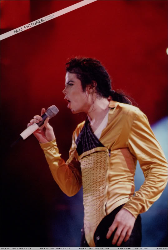 Dangerous World Tour Onstage- Medley Jackson 5 - I'll Be There 001-3-1