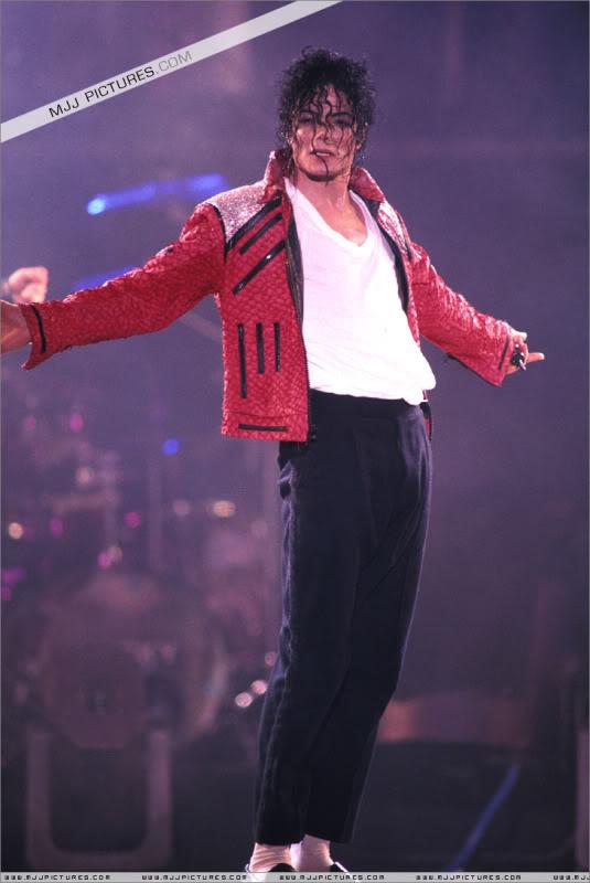 Dangerous World Tour Onstage- Beat It 001-48