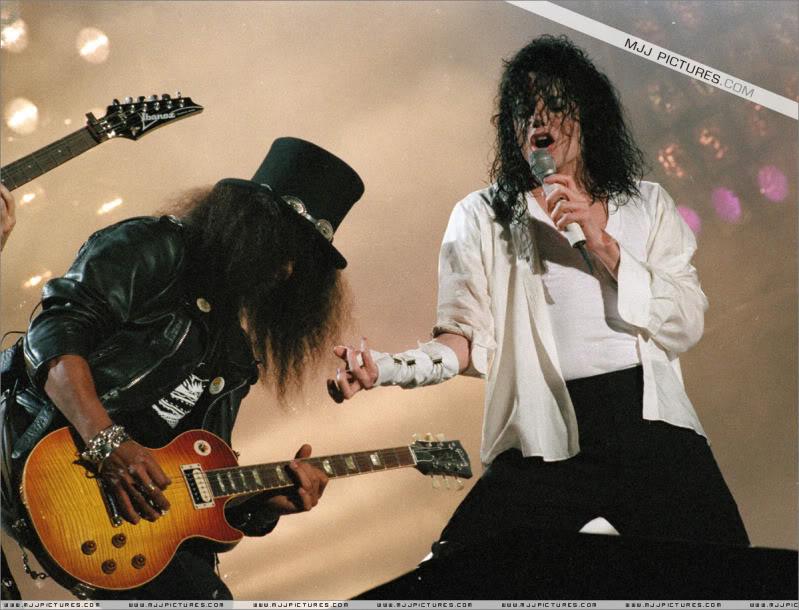 Dangerous World Tour Onstage- Black Or White 001-50