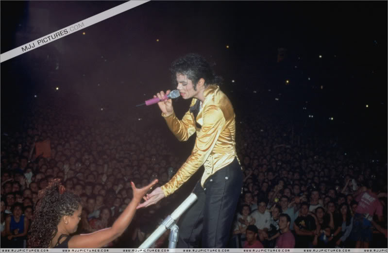 Dangerous World Tour Onstage- I Just Can't Stop Loving You - She's Out Of My Life 001-53