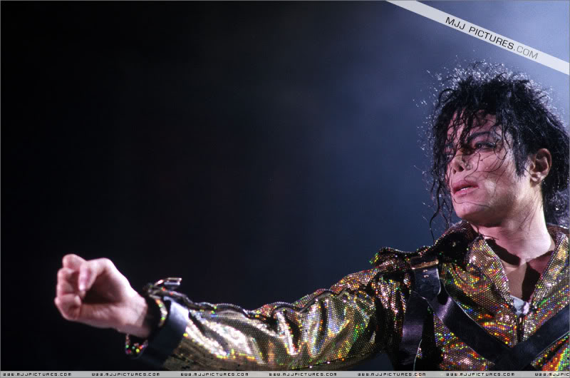 Dangerous World Tour Onstage- Working Day And Night 001-8-1