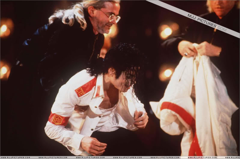 Dangerous World Tour Onstage- Man In The Mirror 002-2-1