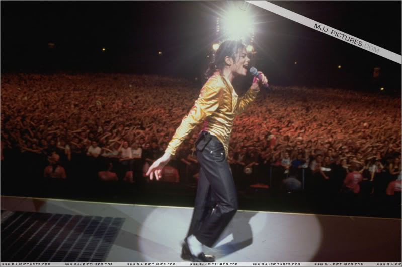 Dangerous World Tour Onstage- Medley Jackson 5 - I'll Be There 002-3-1