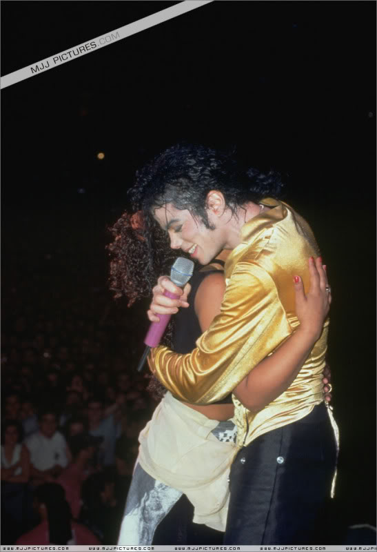 Dangerous World Tour Onstage- I Just Can't Stop Loving You - She's Out Of My Life 002-52