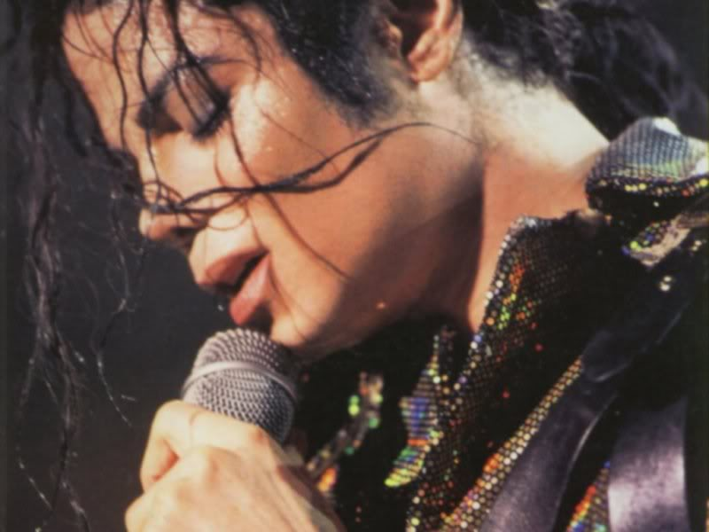 Dangerous World Tour Onstage- Working Day And Night 002-8-1
