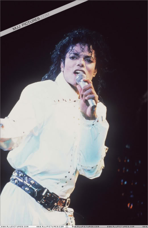 Bad World Tour Onstage- Working Day And Night 003-1