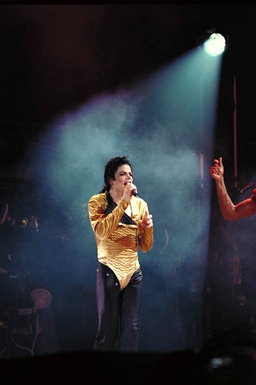 Dangerous World Tour Onstage- Medley Jackson 5 - I'll Be There 003-3-1