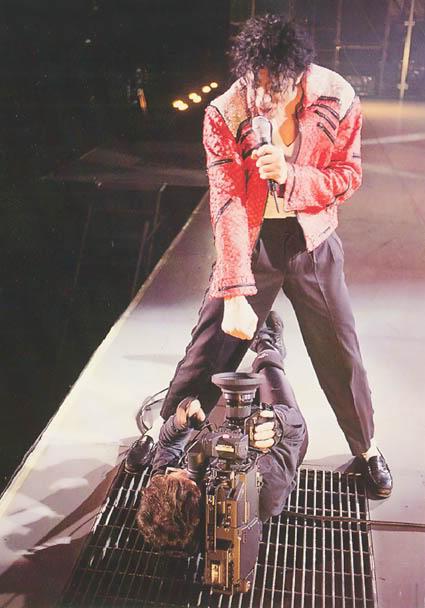 Dangerous World Tour Onstage- Beat It 003-47