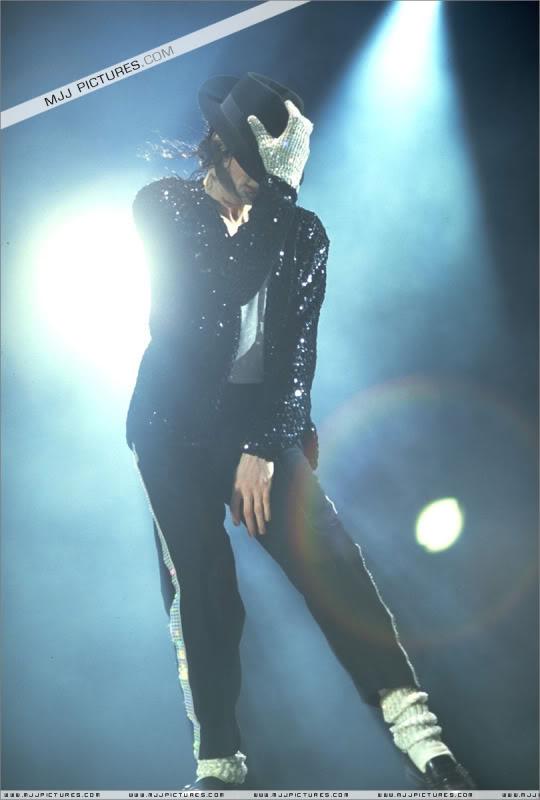 Dangerous World Tour Onstage- Billie Jean 003-48