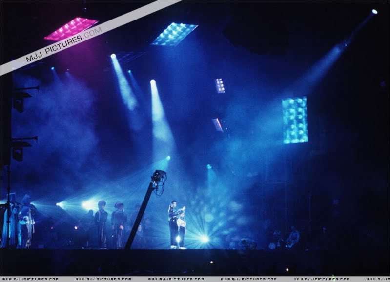 Dangerous World Tour Onstage- Heal The World 003-51