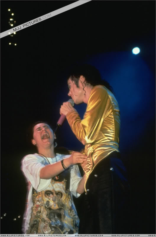 Dangerous World Tour Onstage- I Just Can't Stop Loving You - She's Out Of My Life 003-52