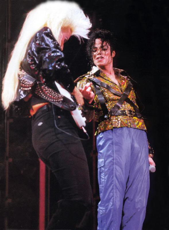 Dangerous World Tour Onstage- Working Day And Night 003-8-1