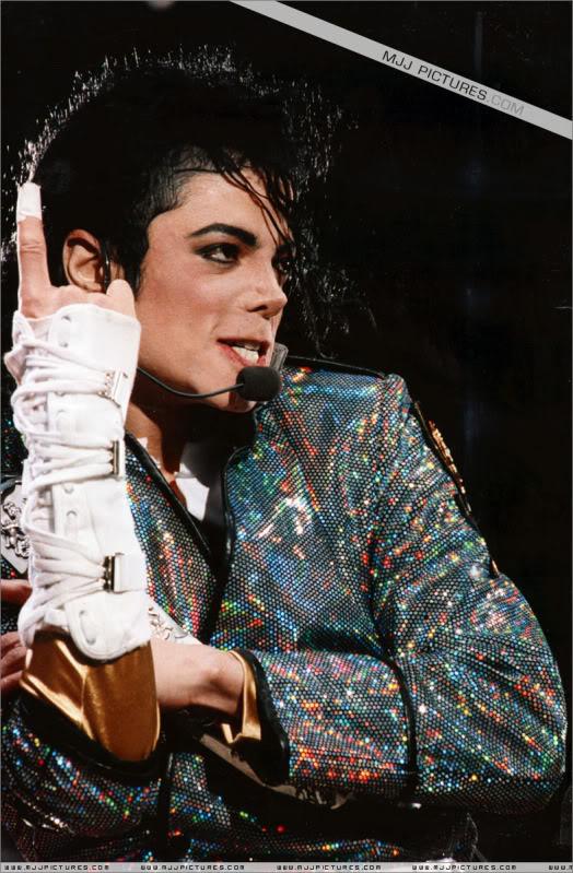 Dangerous World Tour Onstage- Jam 004-19