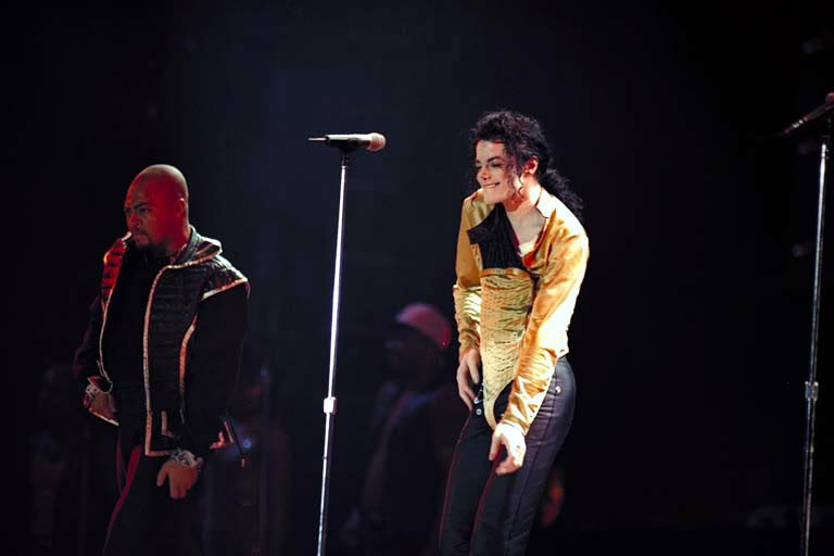 Dangerous World Tour Onstage- Medley Jackson 5 - I'll Be There 004-3-1