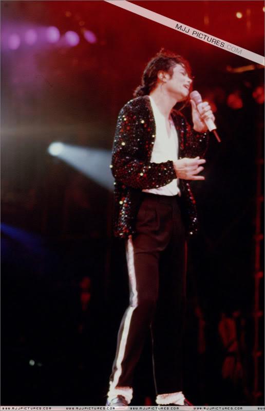 Dangerous World Tour Onstage- Billie Jean 004-47