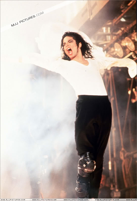 Dangerous World Tour Onstage- Black Or White 004-48