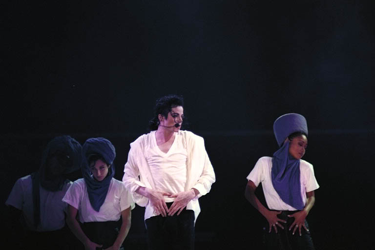 Dangerous World Tour Onstage- Will You Be There 004-7-1