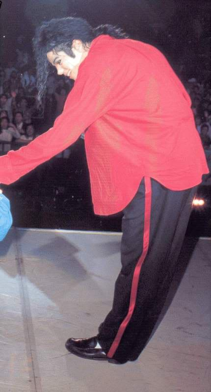 Dangerous World Tour Onstage- Heal The World 005-48