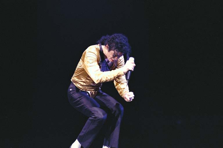 Dangerous World Tour Onstage- I Just Can't Stop Loving You - She's Out Of My Life 005-49