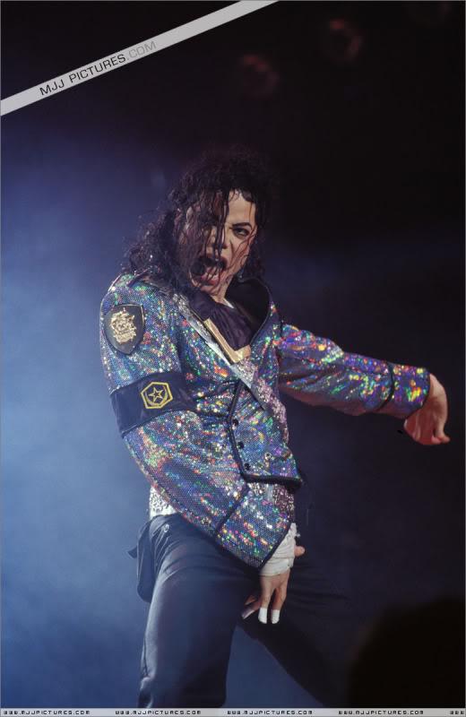 Dangerous World Tour Onstage- Jam 006-16