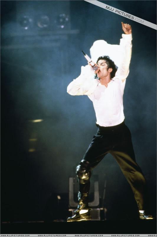 Dangerous World Tour Onstage- Black Or White 006-42