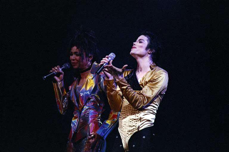 Dangerous World Tour Onstage- I Just Can't Stop Loving You - She's Out Of My Life 006-44