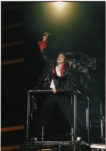 Dangerous World Tour Onstage- Beat It 007-40