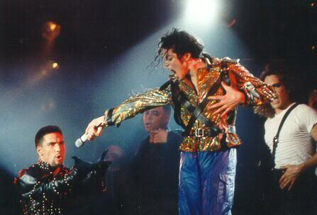 Dangerous World Tour Onstage- Working Day And Night 007-8-1
