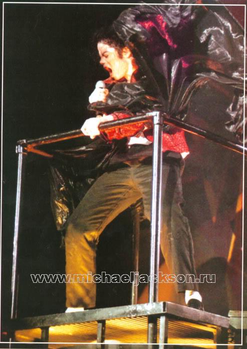 Dangerous World Tour Onstage- Beat It 008-39