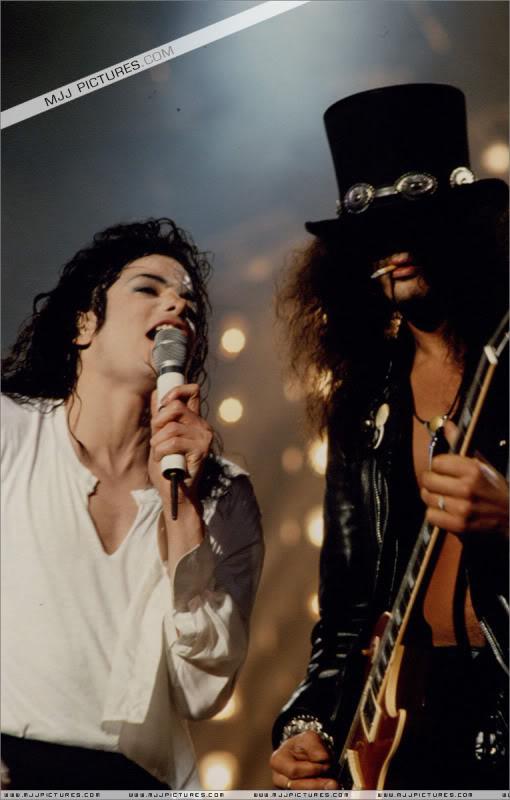 Dangerous World Tour Onstage- Black Or White 008-41