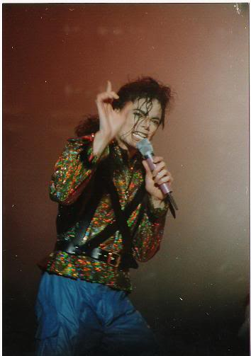 Dangerous World Tour Onstage- Working Day And Night 008-7-1