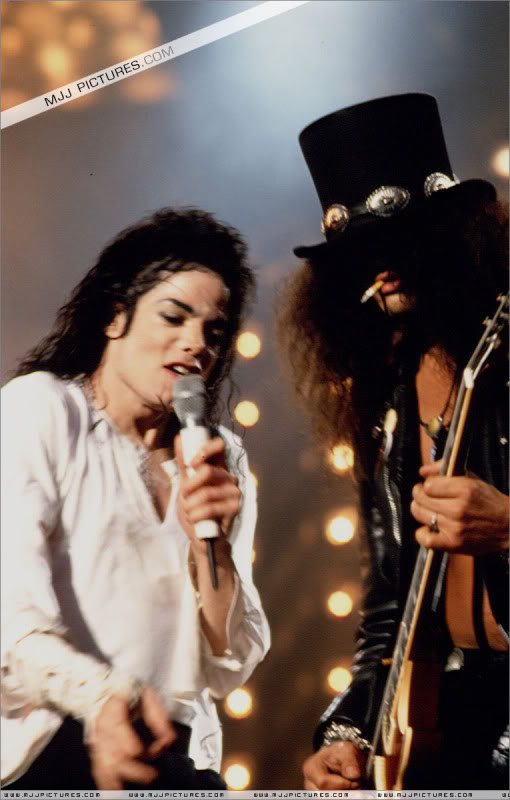 Dangerous World Tour Onstage- Black Or White 009-40