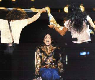 Dangerous World Tour Onstage- Working Day And Night 009-6-1