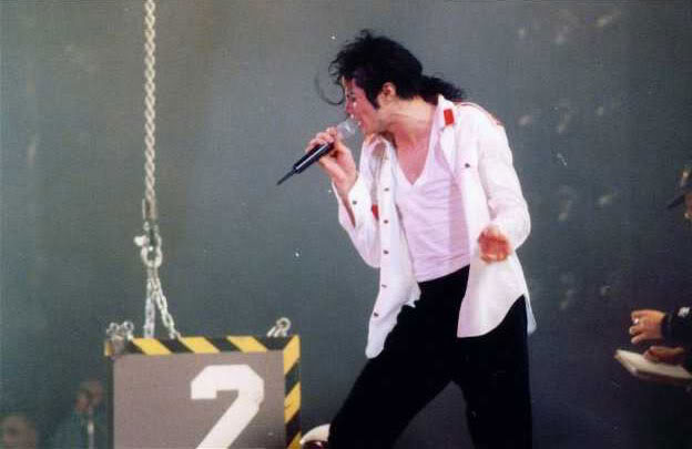 Dangerous World Tour Onstage- Man In The Mirror 010-2-1