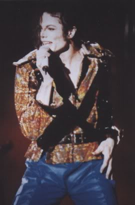 Dangerous World Tour Onstage- Working Day And Night 010-4-1