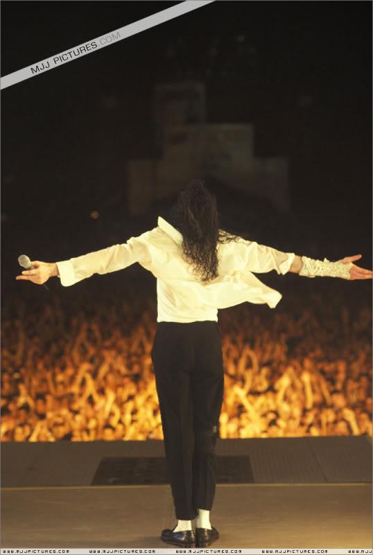Dangerous World Tour Onstage- Black Or White 011-38