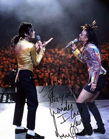 Dangerous World Tour Onstage- I Just Can't Stop Loving You - She's Out Of My Life 012-38-1