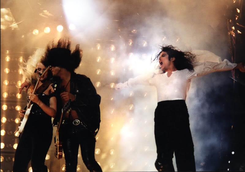 Dangerous World Tour Onstage- Black Or White 014-35-1