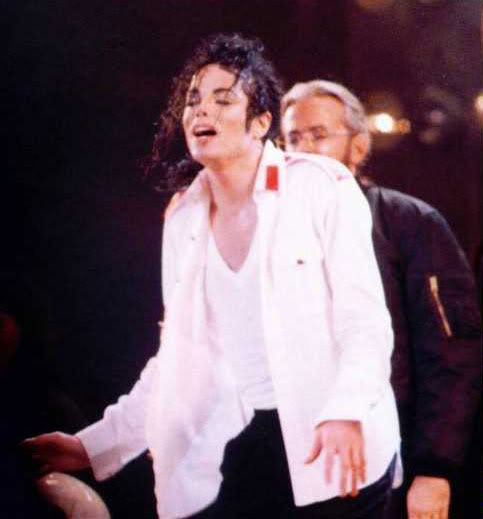 Dangerous World Tour Onstage- Man In The Mirror 015-2-1