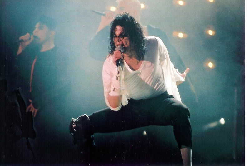 Dangerous World Tour Onstage- Black Or White 015-34-1