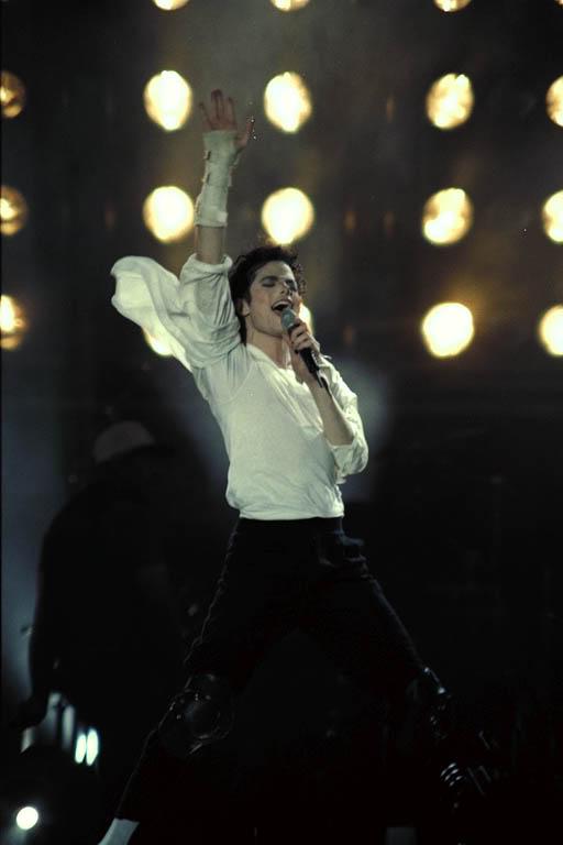 Dangerous World Tour Onstage- Black Or White 016-31