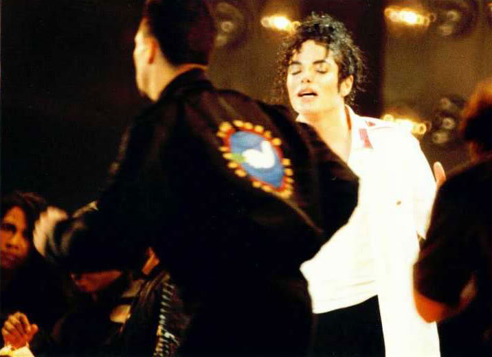 Dangerous World Tour Onstage- Man In The Mirror 017-2-1