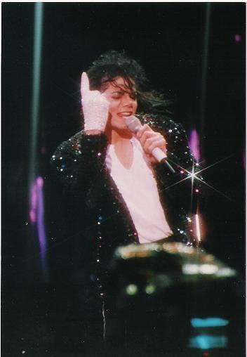 Dangerous World Tour Onstage- Billie Jean 017-30