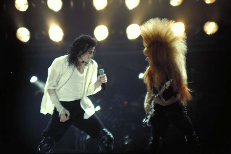 Dangerous World Tour Onstage- Black Or White 017-31